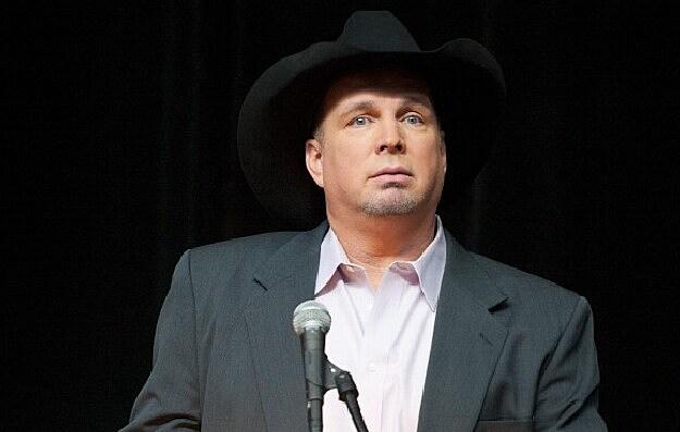 Garth at Podium